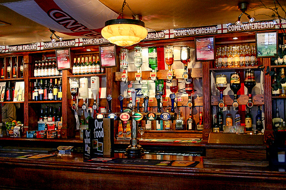 Want to know how to let loose in London? Visiting an English pub is one of the ways to do this ... photo by CC user Zenior on wikimedia